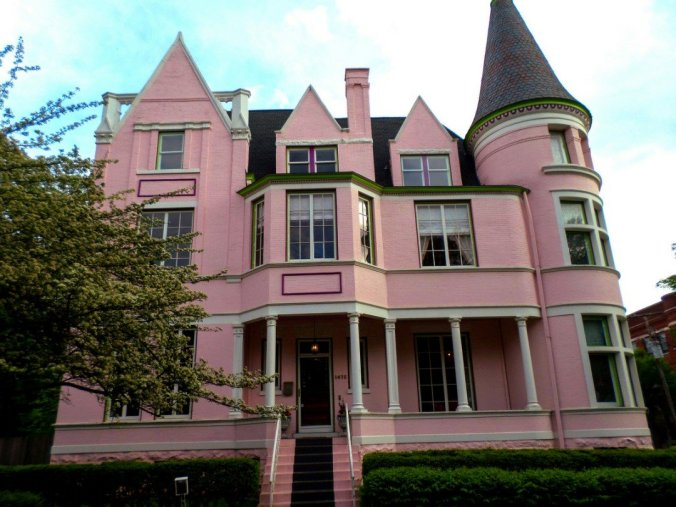 pink house424335451..jpg