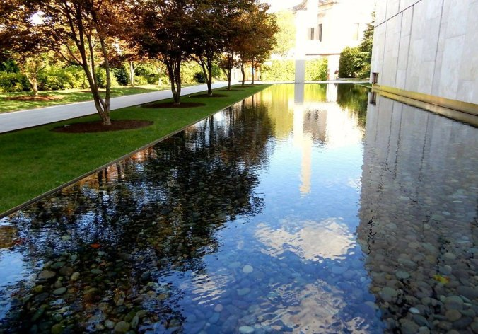 reflecting pool at the barnes foundation in philadelphia572350224803338040..jpg